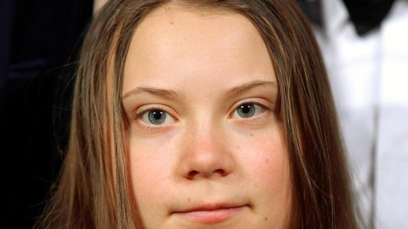 Die schwedische Umweltaktivistin Greta Thunberg schaut in die Kamera. Foto: Hannibal Hanschke/Reuters Pool/dpa
