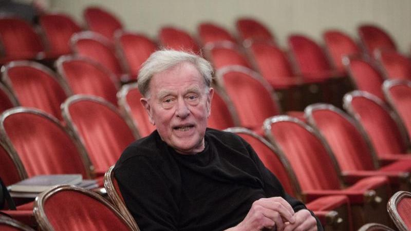 Theaterregisseur Claus Peymann. Foto: Lisi Niesner/EPA/dpa/Archivbild