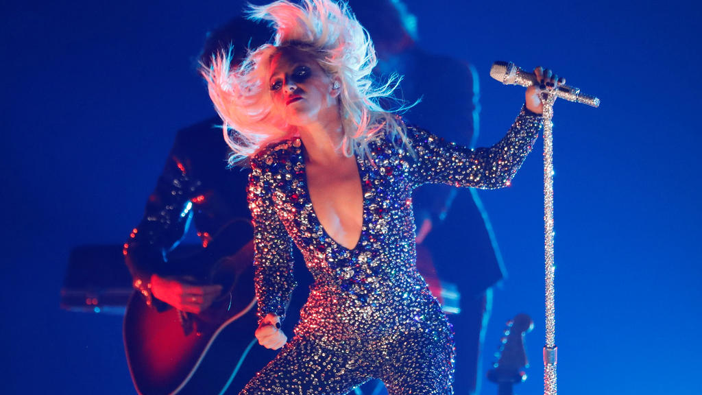 FILE PHOTO: 61st Grammy Awards - Show - Los Angeles, California, U.S., February 10, 2019 - Lady Gaga performs. REUTERS/Mike Blake - HP1EF2B09CM6W/File Photo