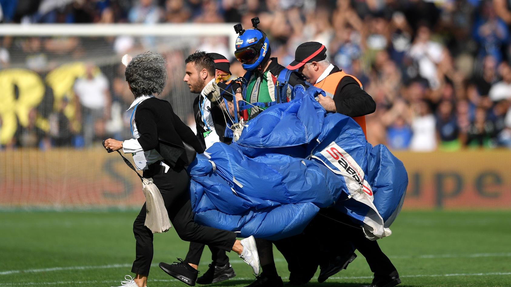 A pitch invader with parachute Reggio Emilia 20/10/2019 Stadio Citta del Tricolore Football Serie A 2019/2020 US Sassuo