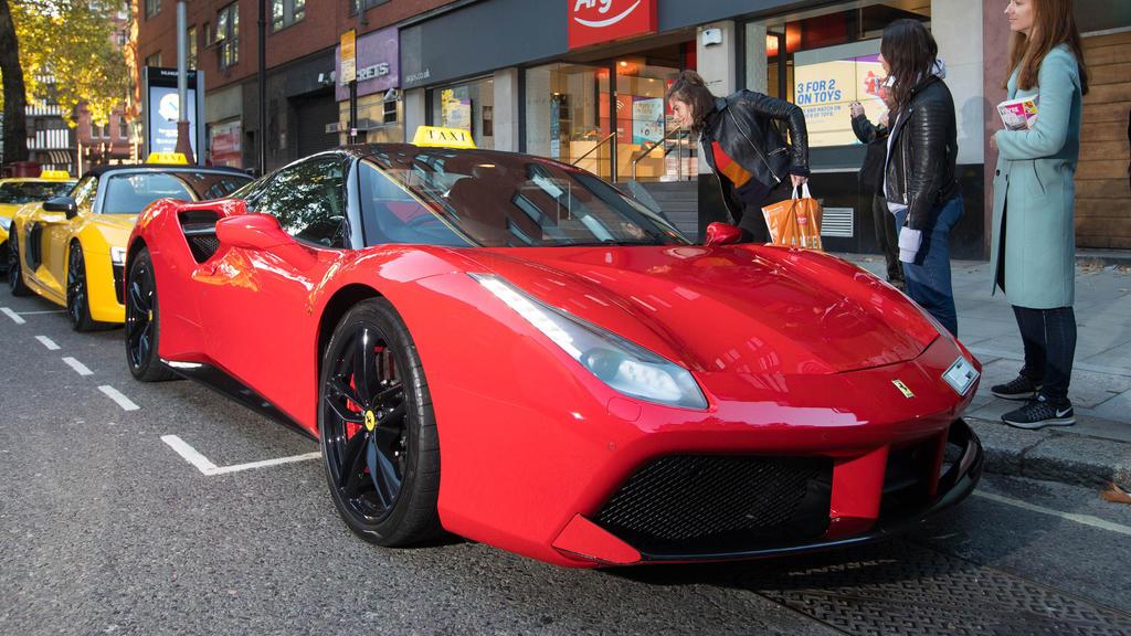 """So sieht ein Ferrari """"488 Spider"""" ohne Brandschaden aus."""