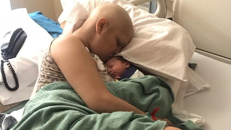 Die Amerikanerin Jade Devis hatte gerade erst erfahren, dass sie schwanger ist, als sie die Krebsdiagnose bekam. Sie brachte einen gesunden Jungen zur Welt - trotz Chemo.