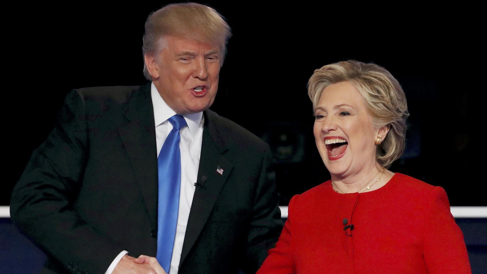 Hillary Clinton hat US-Präsident Donald Trump ordentlich aufs Korn genommen und ihn mit seinen eigenen Waffen lächerlich gemacht.