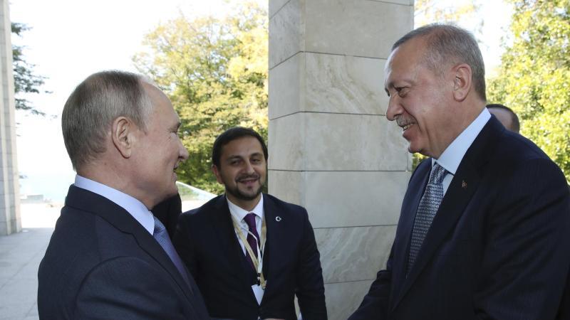 Kremlchef Wladimir Putin empfängt den türkischen Staatspräsident Recep Tayyip Erdogan in Sotschi. Foto: Uncredited/Pool Presidential Press Service/dpa