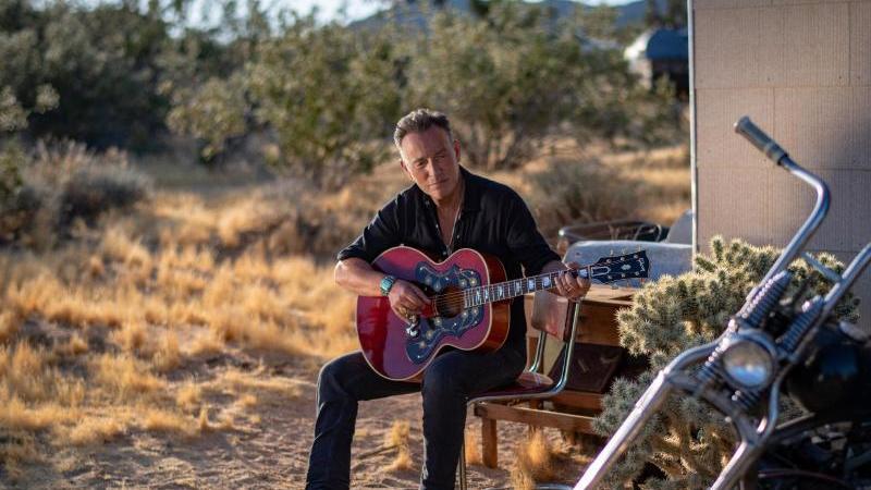 "Bruce Springsteen in einer Szene seines Films ""Western Stars"". Foto: Rob Demartin/Sony/Columbia/dpa"