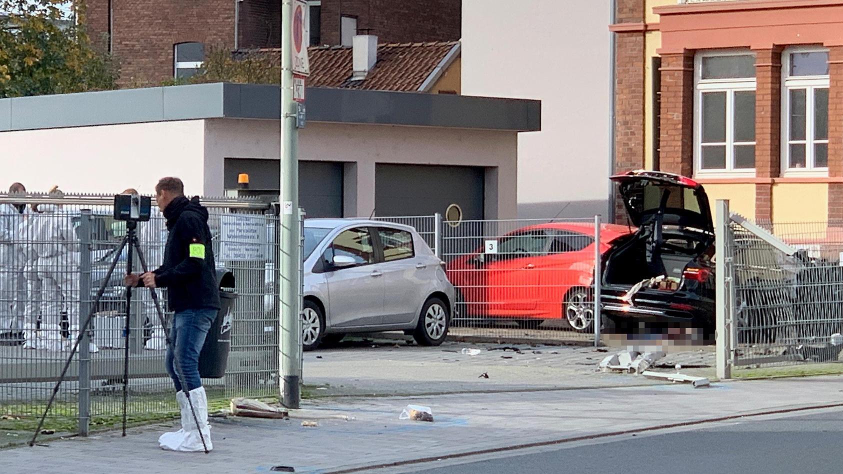 Mann tötet Frau in Limburg mit einer Axt.