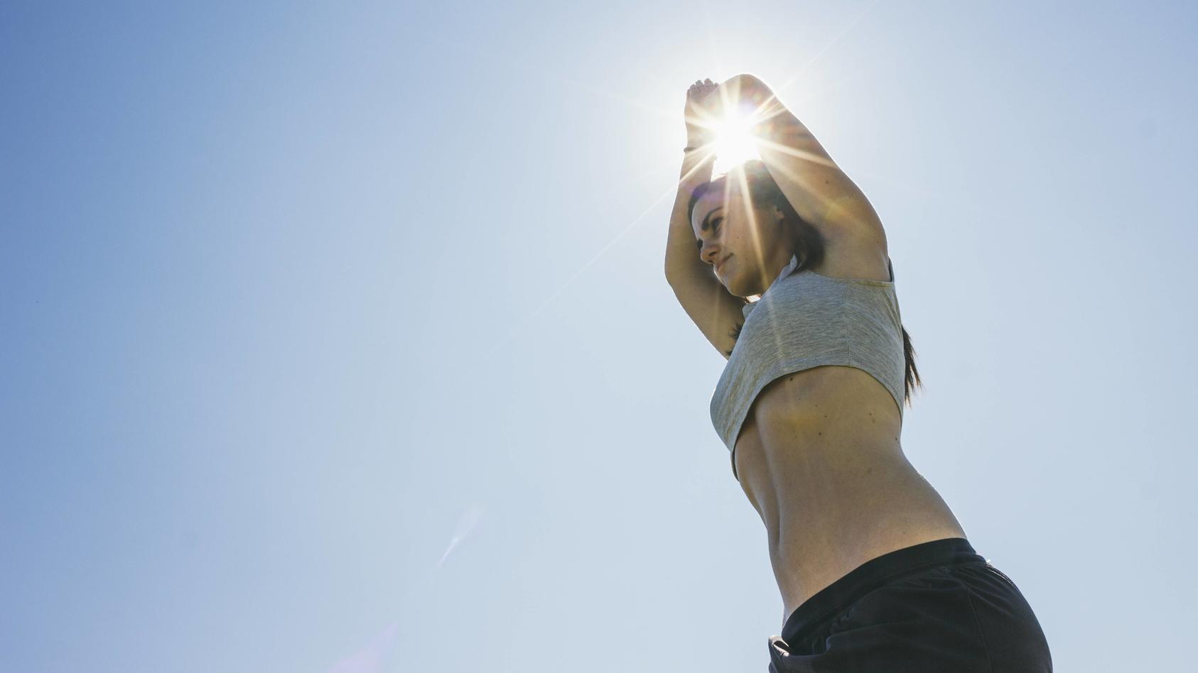 Woman doing yoga exercise at backlight model released Symbolfoto PUBLICATIONxINxGERxSUIxAUTxHUNxONLY