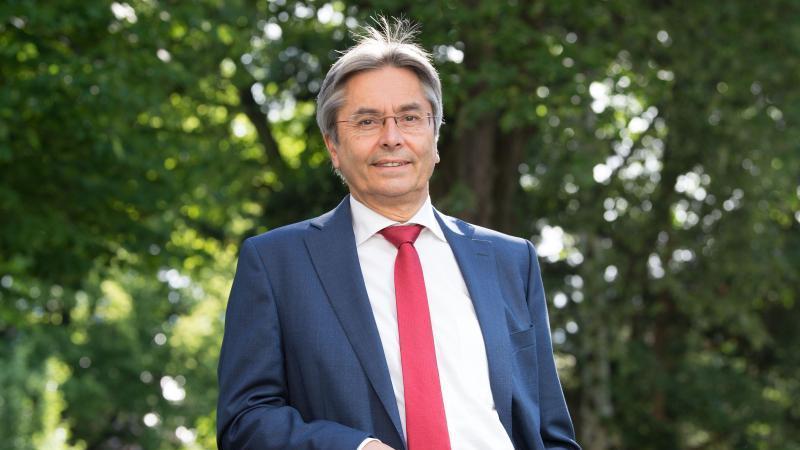 Der Rektor der TU Dresden und britischer Generalkonsul in Sachsen, Prof. Dr. Hans Müller-Steinhagen. Foto: Sebastian Kahnert/dpa-Zentralbild/dpa/Archivbild