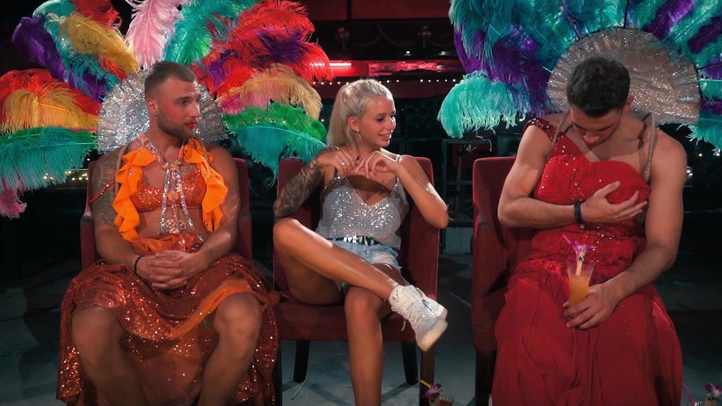 Carina hat bei ihrem Date mit Filip und Serkan viel Spaß