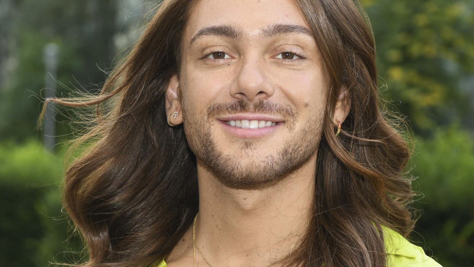 So sieht Riccardo Simonetti aktuell nicht aus, denn der Influencer hat sich die Haare hellblond gefärbt.