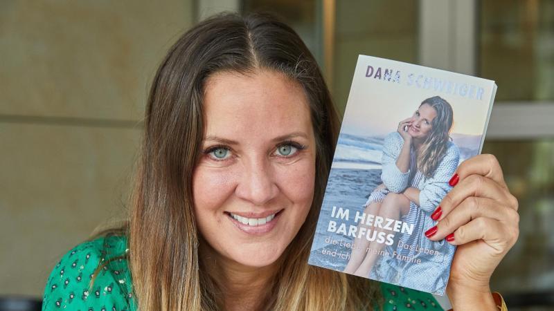 Dana Schweiger hat ein Buch über ihr Leben geschrieben. Foto: Georg Wendt/dpa