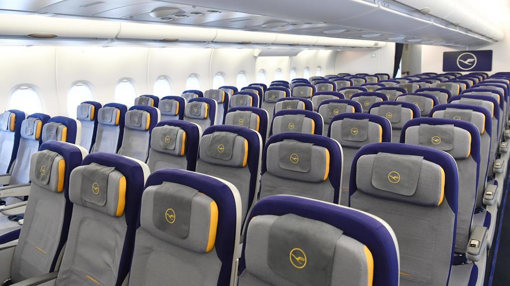 Economy Class, unteres Deck, Kabine, Airbus, A380-800, Lufthansa *** Economy Class lower deck Cabin Airbus A380 800 Lufthansa Copyright: imageBROKER/LexxRayton iblatf04657826.jpg Bitte beachten Sie die gesetzlichen Bestimmungen des deutschen Urheber