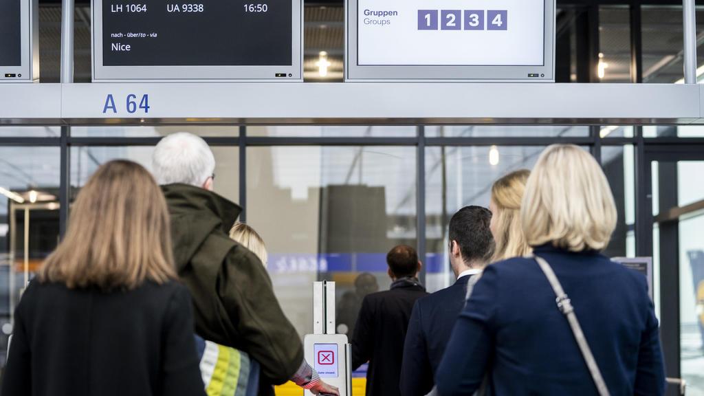 HANDOUT - 30.10.2019, Frankfurt/Main: Das Foto zeigt ein Abflug-Gate der Lufthansa, bei dem das geplante Einsteige-System «WILMA» bereits zur Anwendung kommt. (Zu dpa «WILMA Lufthansa sucht den schnellsten Weg ins Flugzeug» am 05.11.2019) Foto: Patri