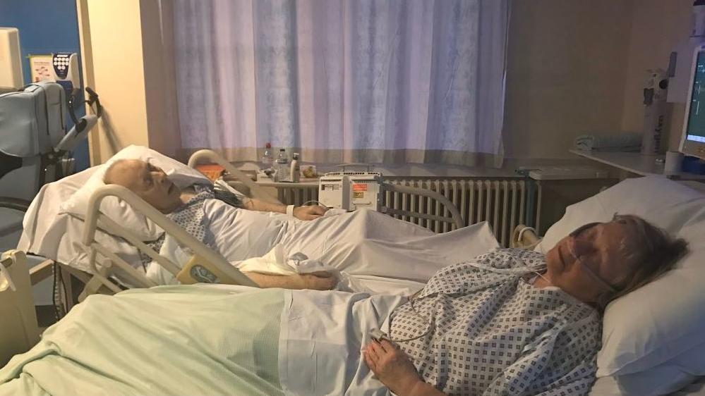 Dieses Bild zeigt Dennis und Mavis Eccleston 20 Minuten, bevor er infolge des Giftcocktails starb.