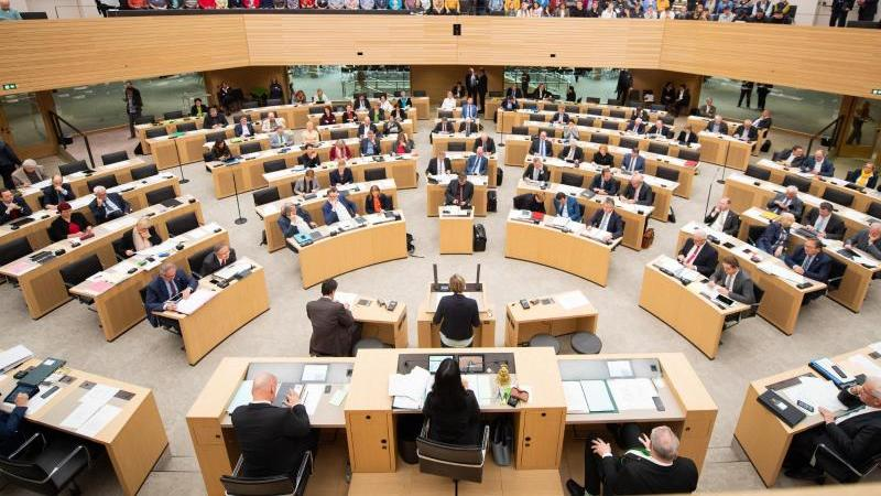 Blick in den Plenarsaal des baden-württembergischen Landtags. Foto: Tom Weller/dpa