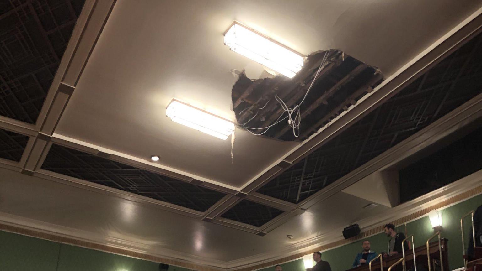 Decke in Londoner Theater teilweise eingestürzt