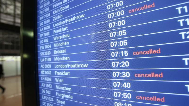 Annulierte Lufthansa-Flüge am Flughafen Hamburg. Foto: Bodo Marks/dpa