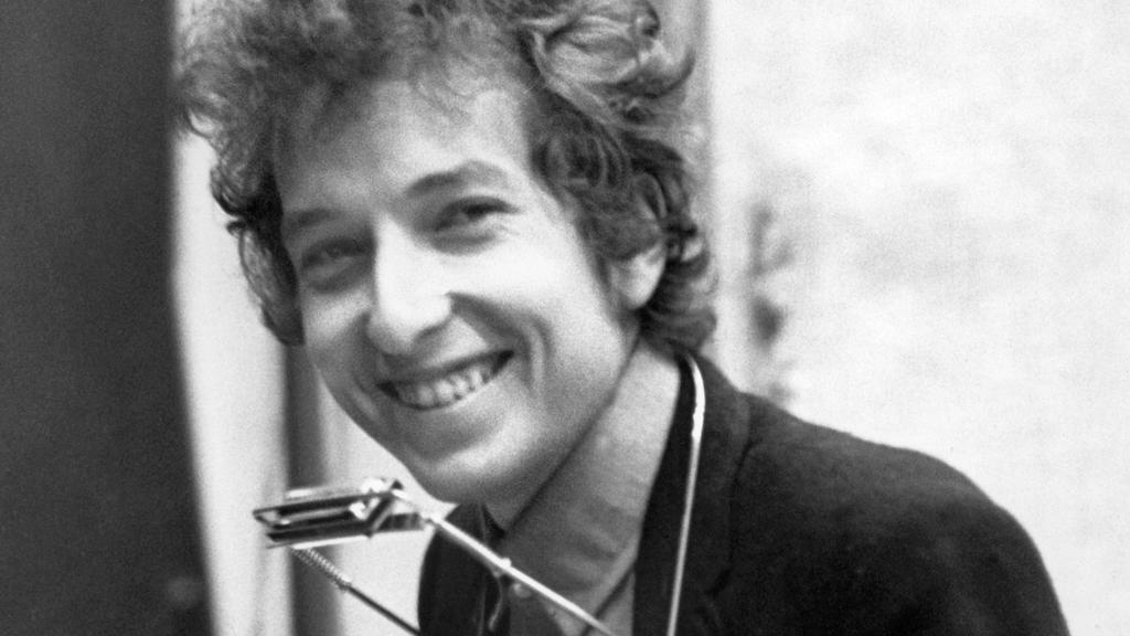 Bob Dylan grinst