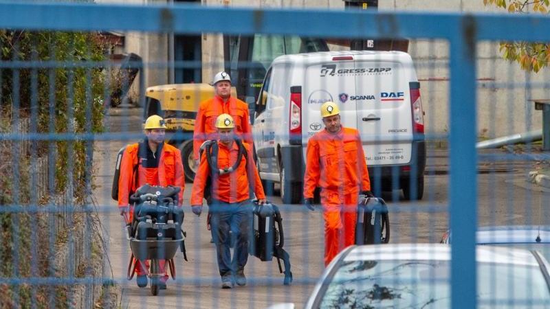 Bergleute verlassen den Schacht der Grube. Foto: Holger John/dpa-Zentralbild/dpa