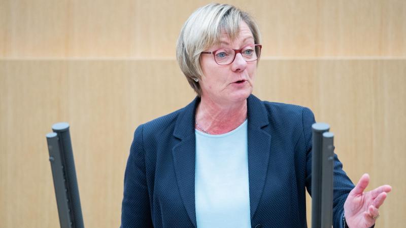 Edith Sitzmann (Bündnis 90/Die Grünen), Finanzministerin von Baden-Württemberg, spricht im Landtag. Foto: Tom Weller/dpa/Archivbild