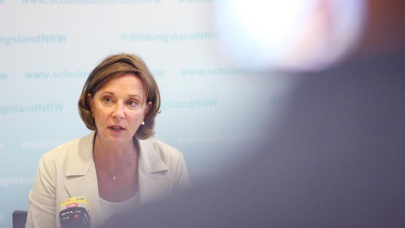 Die nordrhein-westfälische Schulministerin Yvonne Gebauer (FDP). Foto: Roland Weihrauch/dpa/Archivbild