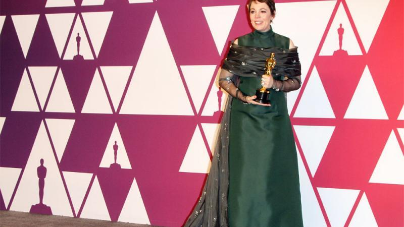 Olivia Colman mit ihrem Oscar