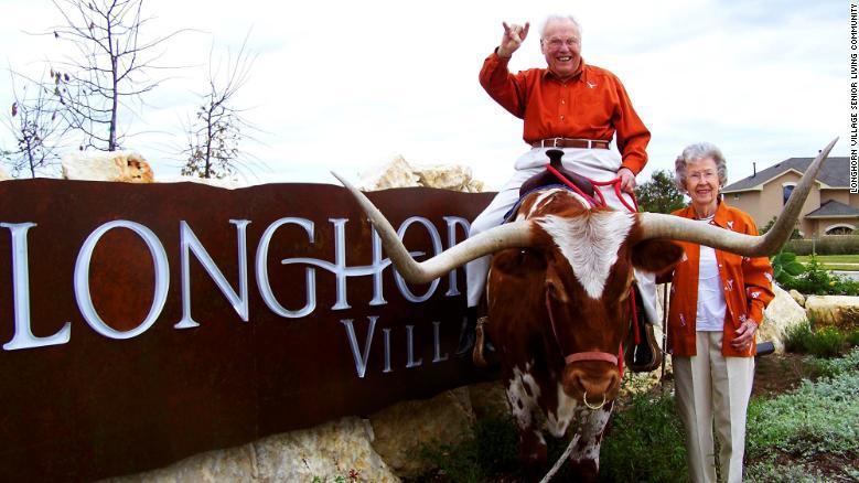 """Beide teilen die Leidenschaft für die """"Texas Longhorns""""."""