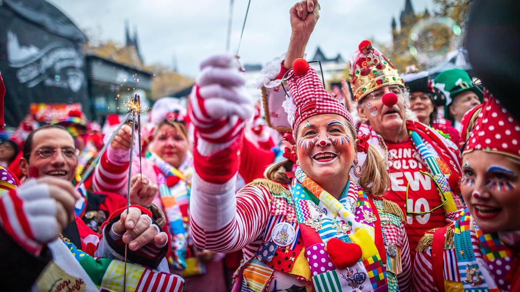 Karnevalsauftakt auf dem Kölner Heumarkt am 11.11.2019 Karnevalsauftakt in Köln *** Carnival kick-off at the Kölner Heumarkt on 11 11 2019 Carnival kick-off in Cologne