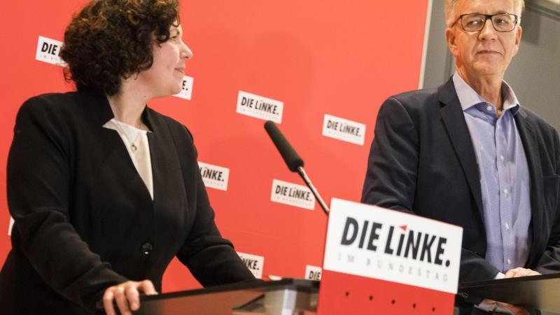 Amira Mohamed Ali ist neu gewählte Vorsitzende, Dietmar Bartsch wiedergewählter Vorsitzender der Linksfraktion im Bundestag. Foto: Carsten Koall/dpa