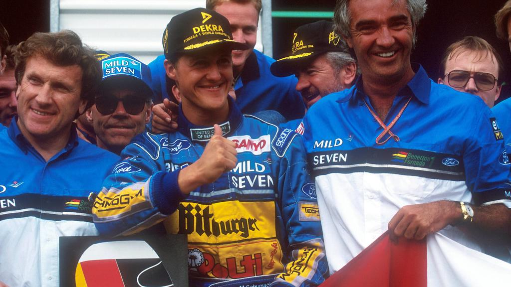 Bildnummer: 04010474  Datum: 13.11.1994  Copyright: imago/LAT PhotographicMichael Schumacher (Deutschland, Mitte) - Weltmeister 1994 mit Teamchef Flavio Briatore (Italien / beide Benetton Ford, re.) - PUBLICATIONxINxGERxONLY (LAT200108020166); Vdia,