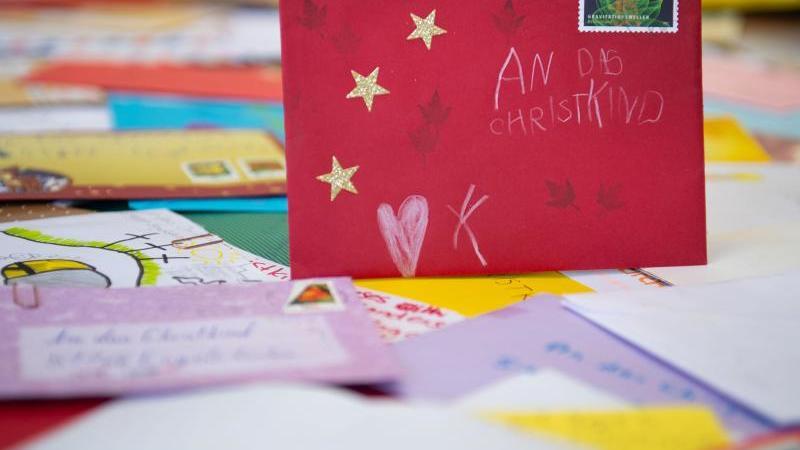 Jedes Jahr schicken Kinder aber mitunter auch Erwachsene Wünsche und Nachrichten an das Christkind.