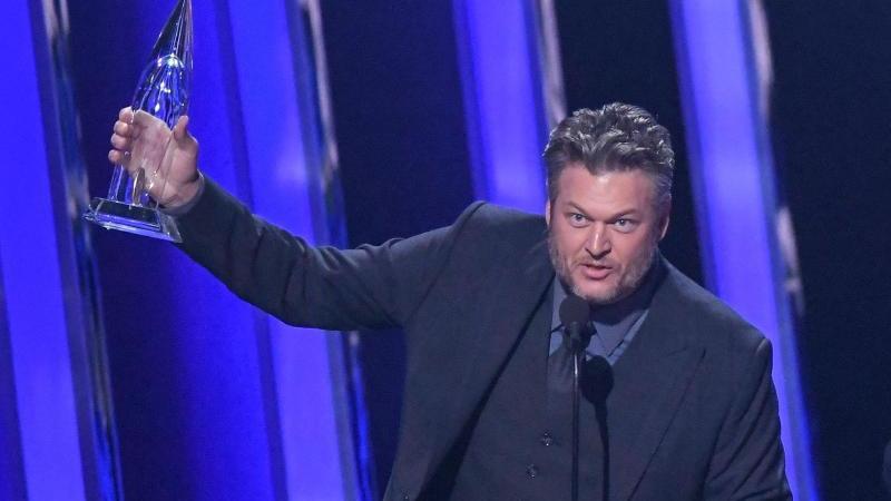 """Blake Shelton wurde bei den Country Music Awards für die """"Single des Jahres"""" geehrt. Foto: Mark J. Terrill/AP/dpa"""