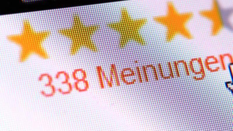 Es gibt laut Verbraucherzentrale Hersteller, Dienstleister oder Portal-Betreiber, die Kunden oder Nutzer mit Gutscheinen belohnen, wenn sie positive Bewertungen abgeben. Foto: Andrea Warnecke/dpa-tmn
