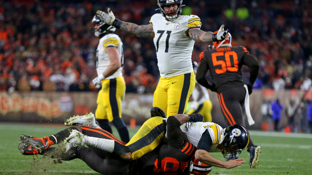CLEVELAND, OH - NOVEMBER 14: Cleveland Browns defensive end Myles Garrett 95 takes Pittsburgh Steelers quarterback Mason Rudolph 2 to the ground as Pittsburgh Steelers offensive tackle Matt Feiler 71 reacts during the fourth quarter of the National F