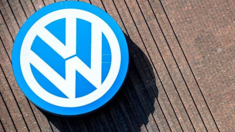 Das Logo der Marke Volkswagen. Foto: Hauke-Christian Dittrich/Archiv