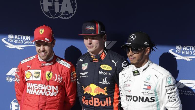 Max Verstappen (M) startet von der Pole Position aus, vor Sebastian Vettel und Lewis Hamilton. Foto: Silvia Izquierdo/AP/dpa