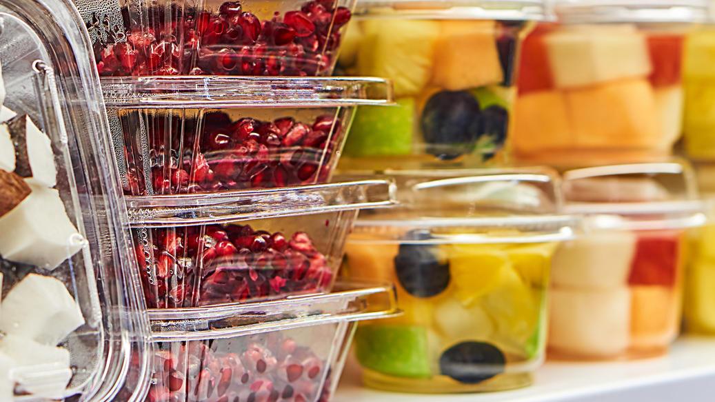 Fertige Obstsalate sind ein vitaminreicher und gesunder Snack? Von wegen!