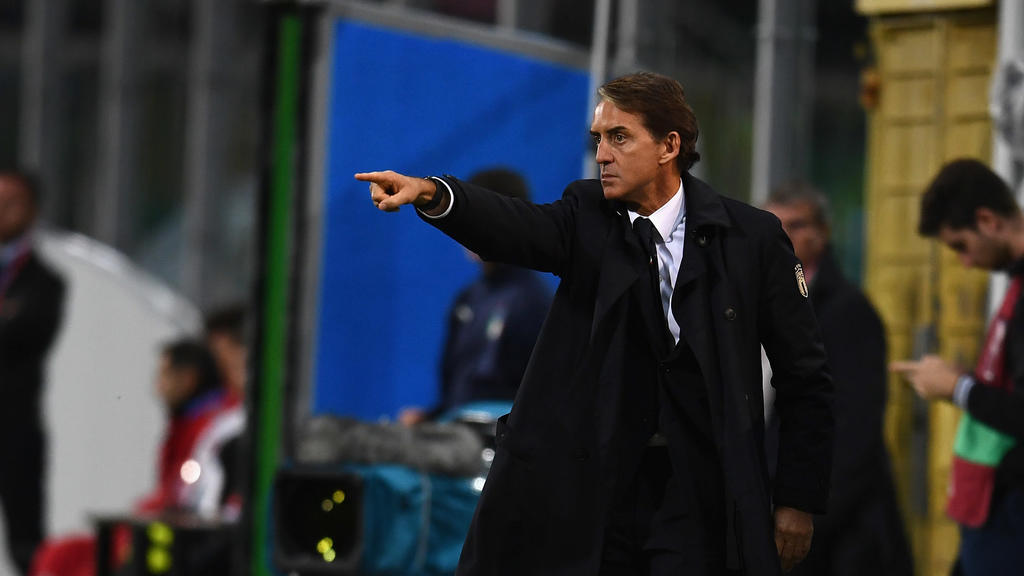 PALERMO, ITALY - NOVEMBER 18:  Head coach of Italy Roberto Mancini reacts during the UEFA Euro 2020 Qualifier between Italy and Armenia on November 18, 2019 in Palermo, Italy.  (Photo by Claudio Villa/Getty Images)