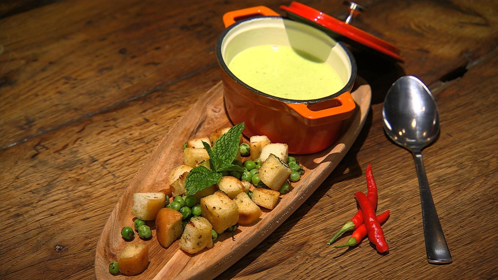 Grüne Kräuterküche: Erbsen-Minz-Suppe