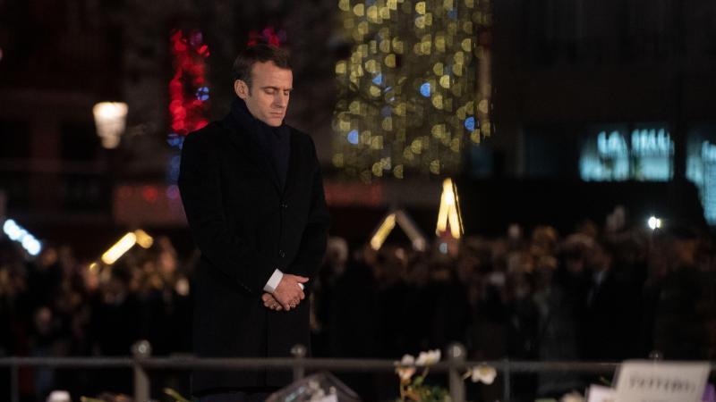 Frankreichs Präsident Macron gedenkt der Opfer des islamistisch motivierten Anschlags in Straßburg im Dezember 2018. Foto: Marijan Murat/dpa