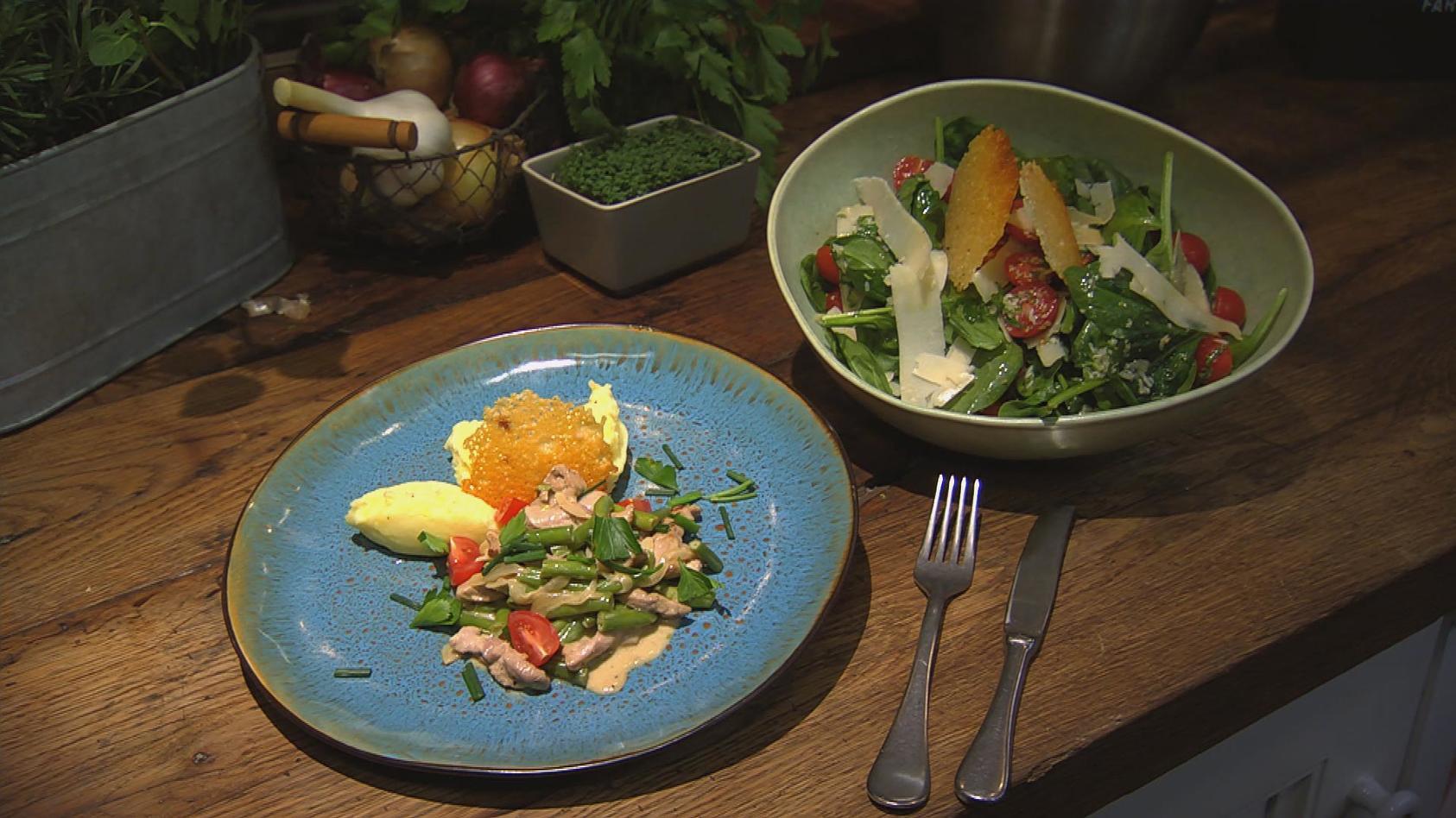 Same but different – Drei Gerichte aus den gleichen Zutaten: Geschnetzeltes mit Kartoffel-Parmesanstampf und Spinat-Salat
