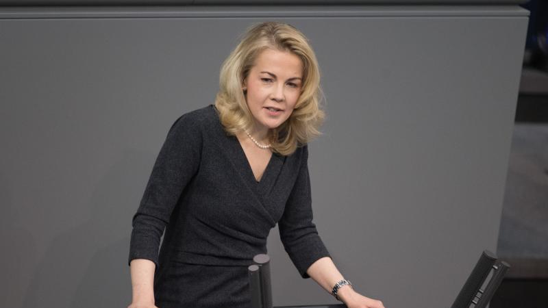 Linda Teuteberg (FDP) spricht im Bundestag. Foto: Jörg Carstensen/dpa/Archivbild