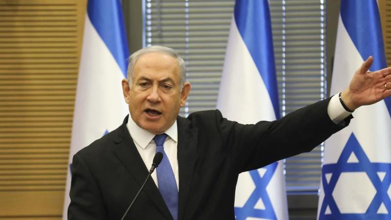 Benjamin Netanjahu, Premierminister von Israel, will trotz Korruptionsanklagen weiter machen. Foto: Oded Balilty/AP/dpa