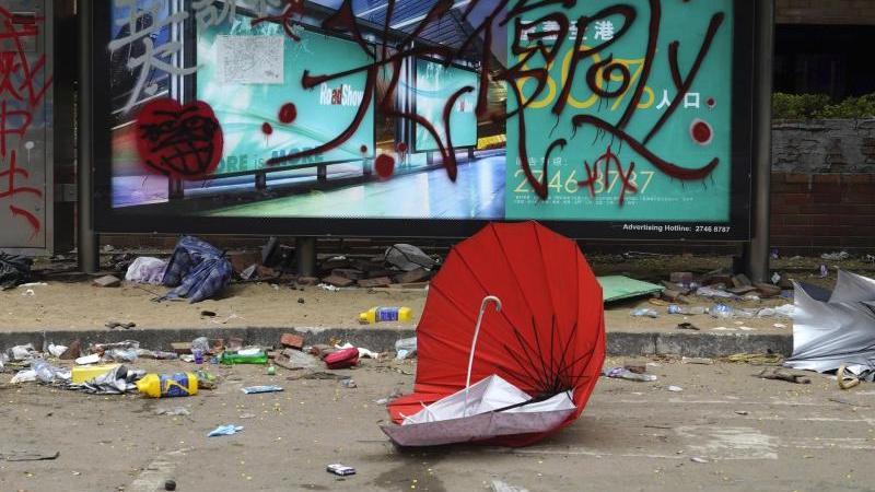 Nahende Lokalwahlen in der von Protesten geschüttelten Millionenmetropole werden zum Stimmungstest. Foto: Vincent Yu/AP/dpa