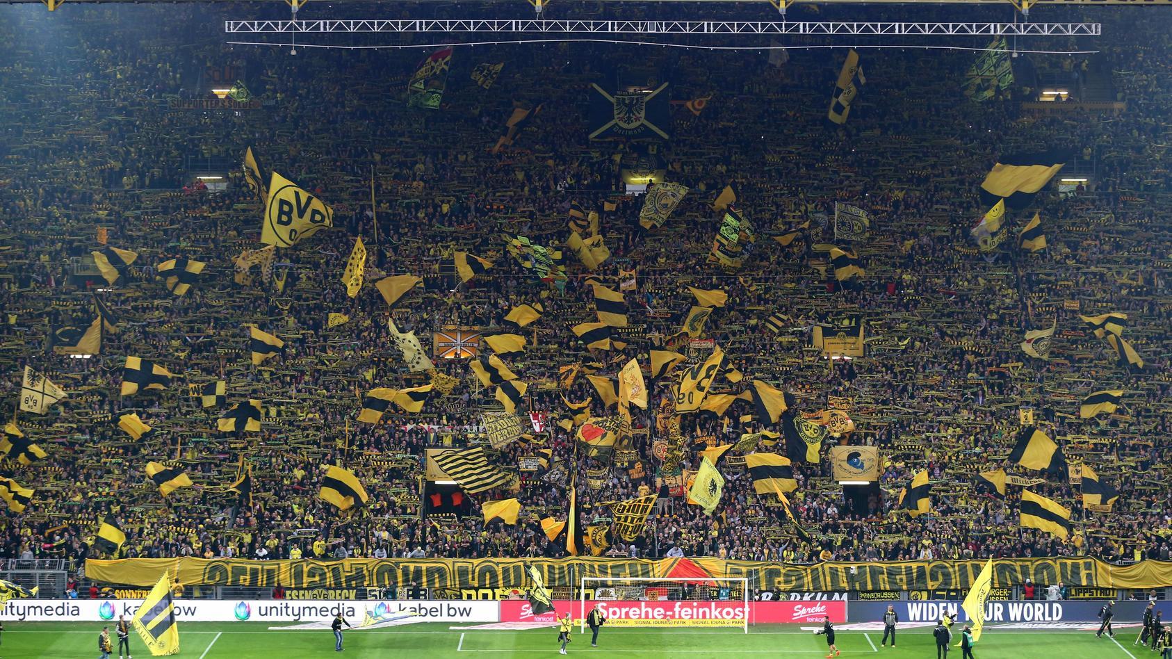 """Die """"Gelbe-Wand"""" im Signal-Iduna-Park ist die größte Stehtribüne der Welt."""