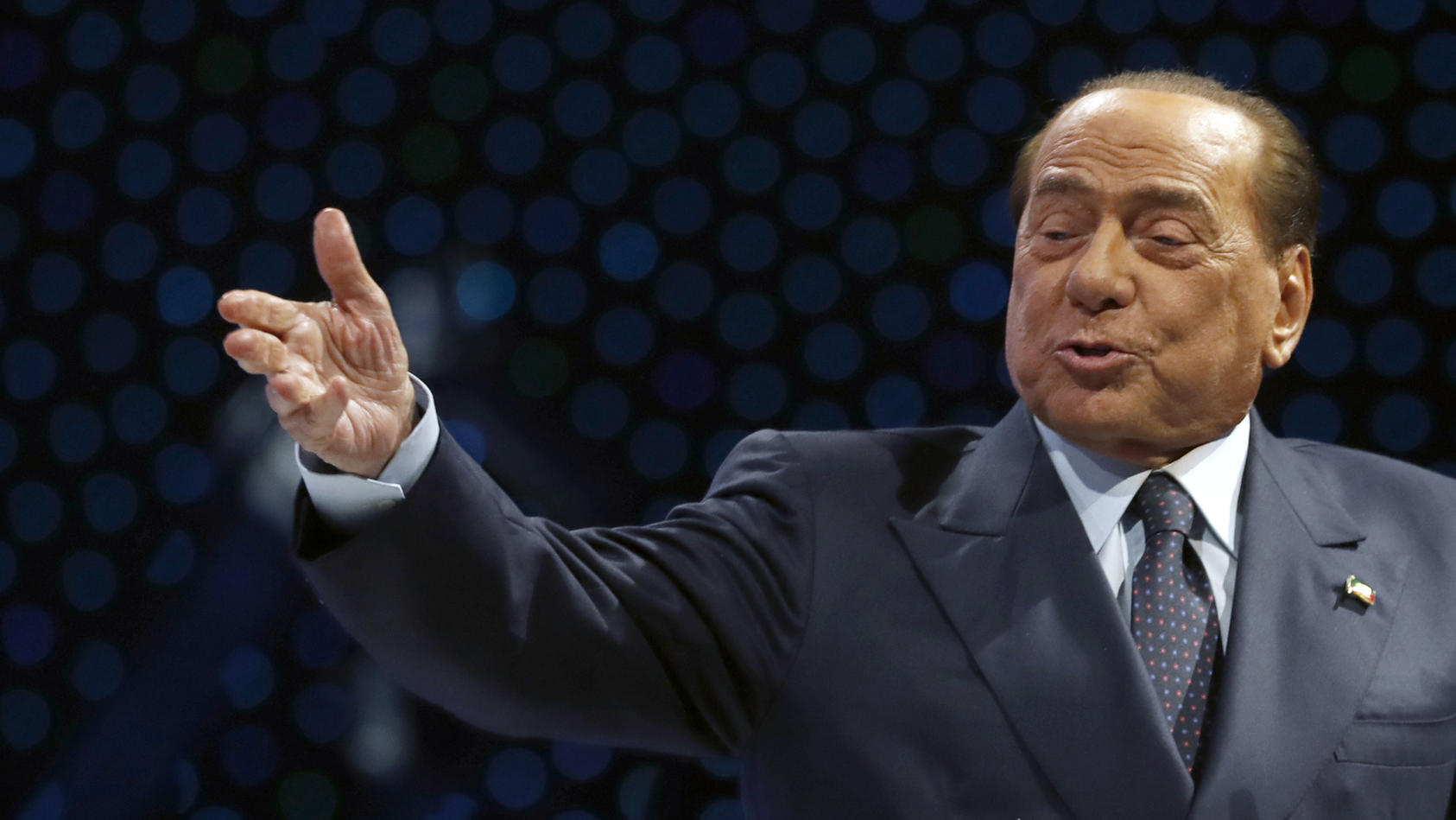 Silvio Berlusconi ist am Ende des Kongresses der Europäischen Volkspartei in Zagreb gestürzt und ins Krankenhaus gekommen.