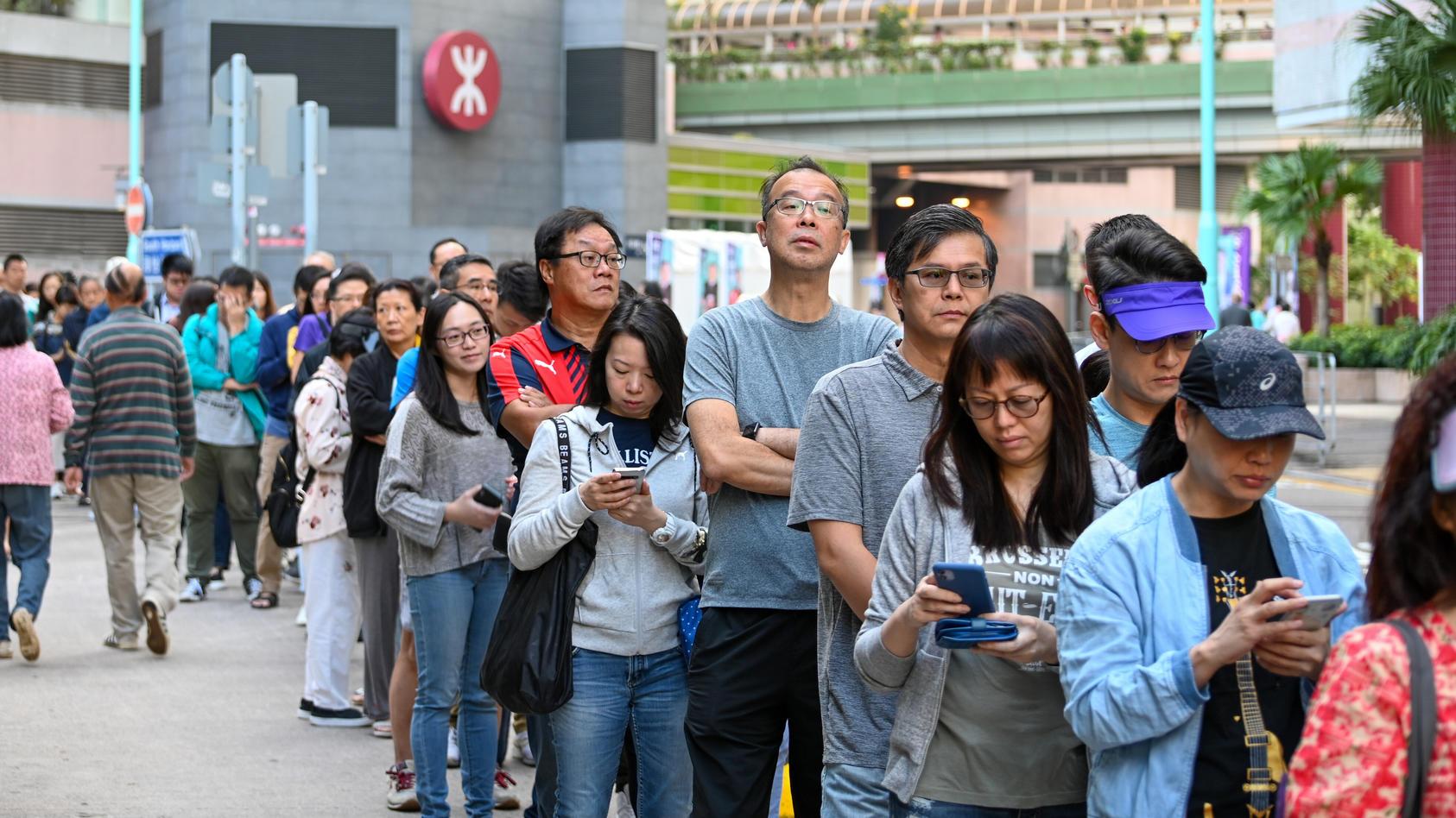 Bei den Wahlen in Hongkong gewannen die Demokraten haushoch.
