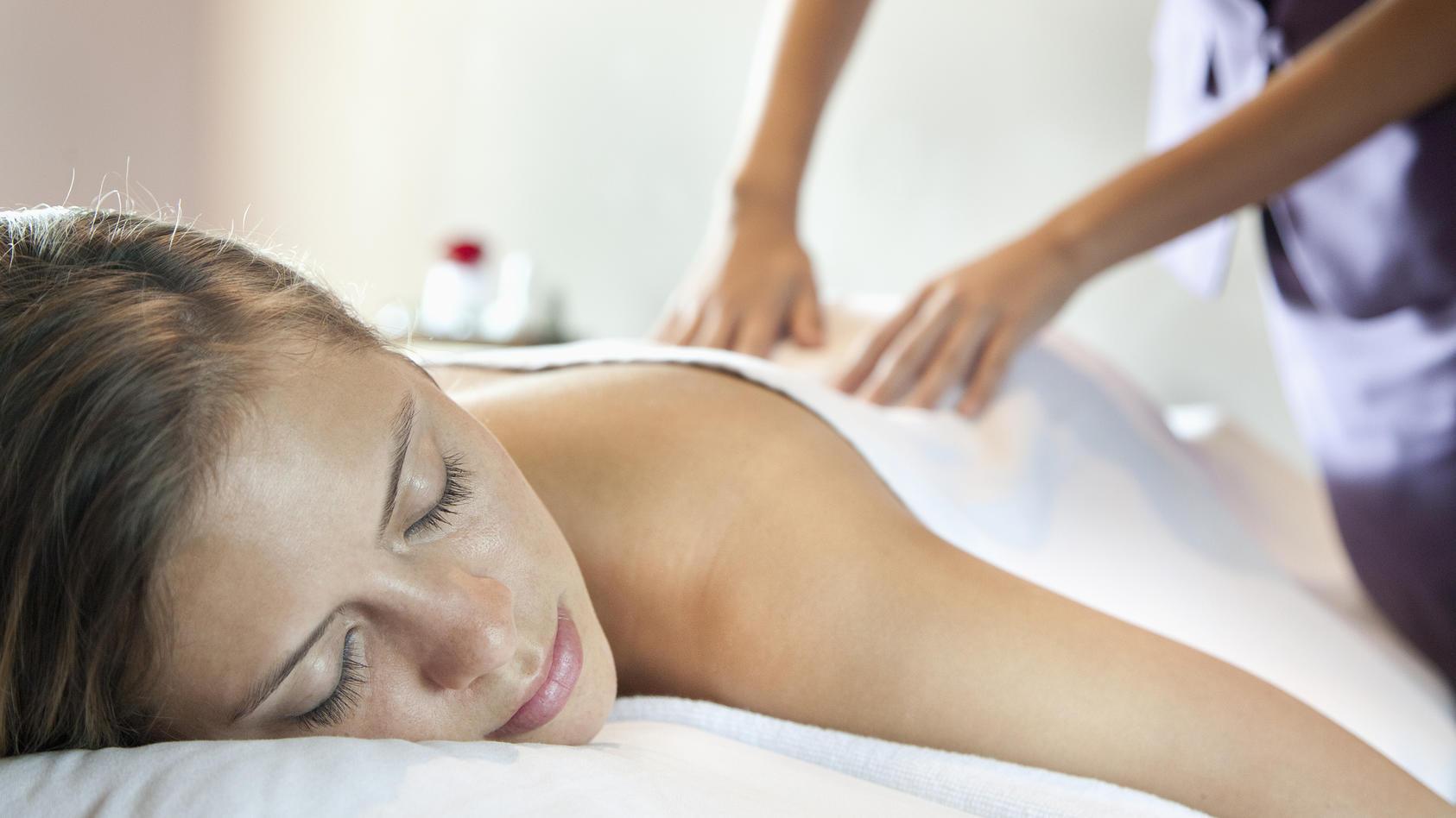 Mit der Meridian-Massage sollen die Energiekanäle geöffnet werden