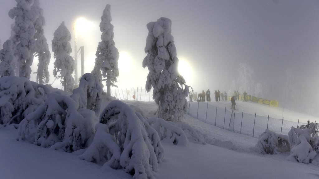 Race marshals prepare the competition hill in the fog before the first run of the FIS Alpine Ski World Cup men s slalom race in Levi Ski Resort in Kittilä, Finnish Lapland on Sunday, 24th Nov., 2019. Kittilä Finland LKFTJK20191124103455FDCL PUBLICAT