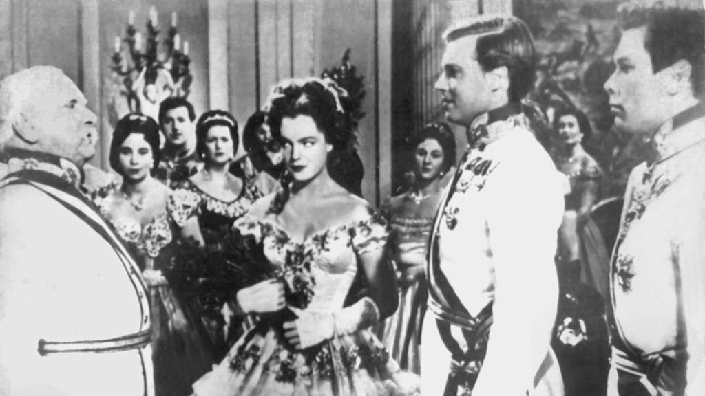 Schauspielerin Romy Schneider als Kaiserin Elisabeth und Karlheinz Böhm als ihr Gatte Kaiser Franz Joseph.